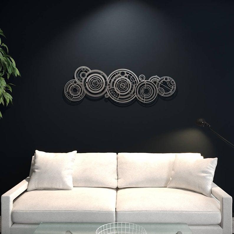 Декорация стен в гостиной «Множество кругов» («Many circles»)