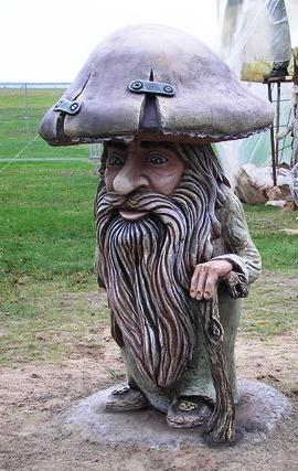 Скульптура из бетона «Гном-грибок»