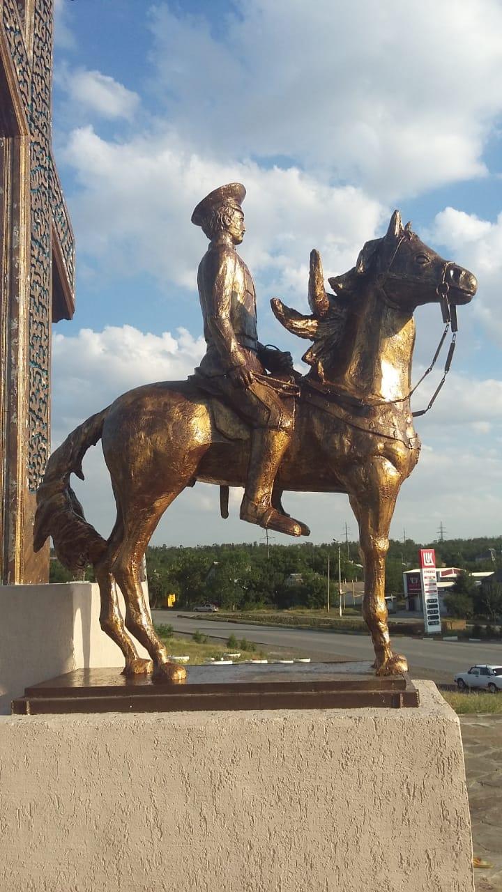 Скульптура из бетона Казак