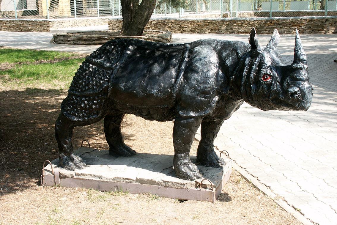 Скульптура из бетона Носорог
