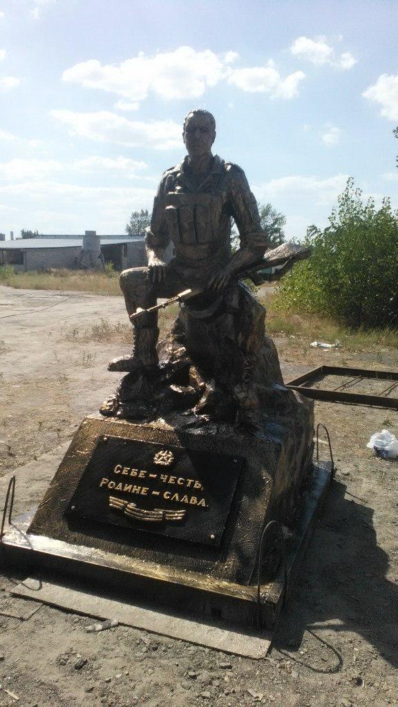 Скульптура из бетона Памятник бойцу