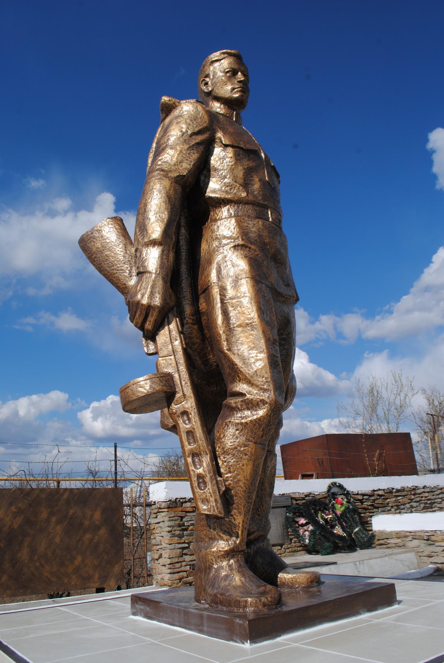 Скульптура из бетона Памятнику солдату