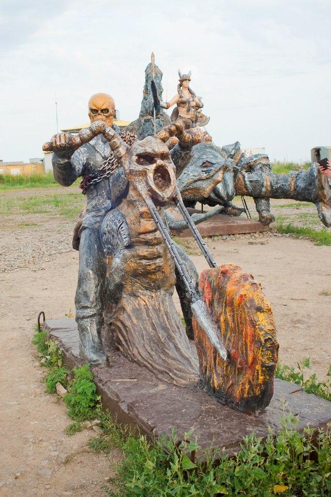 Скульптура из бетона Призрачный гонщик