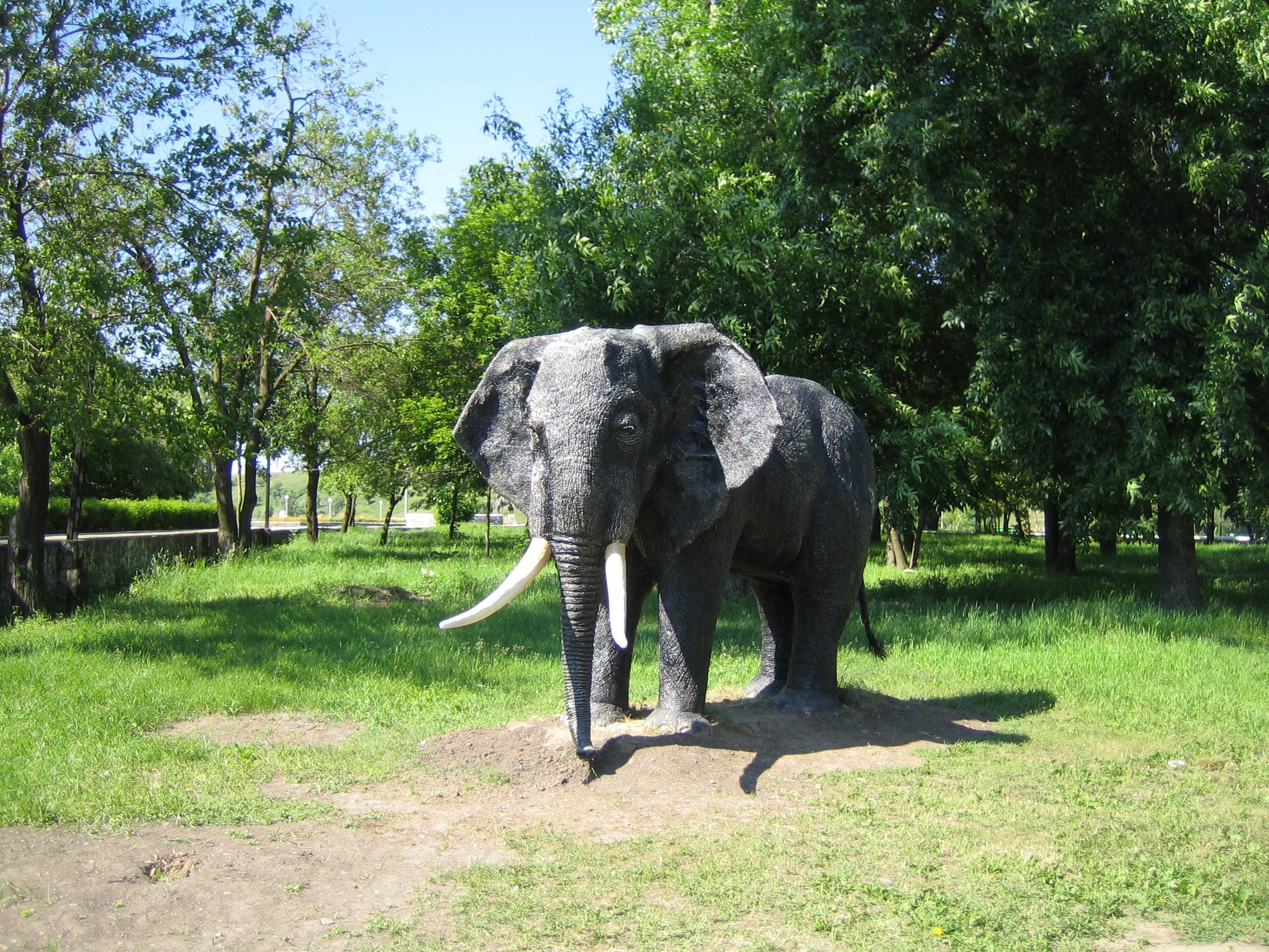Скульптура из бетона Слон