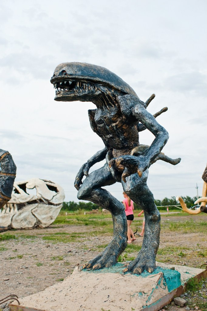 Скульптура из бетона Чужой